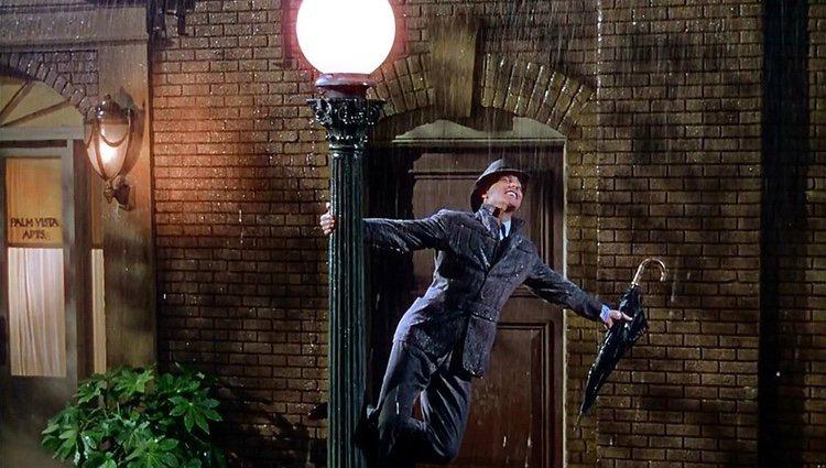 Fotograma de la película 'Cantando bajo la lluvia'
