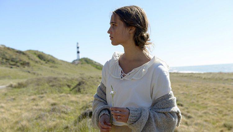 Alicia Vikander como Isabel en la película 'La luz entre los océanos'
