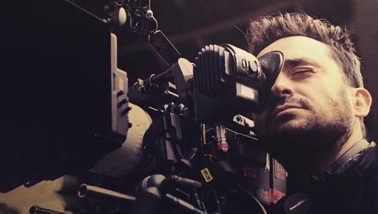 J.A. Bayona siempre está cerca de una cámara | Foto: Instagram J.A. Bayona