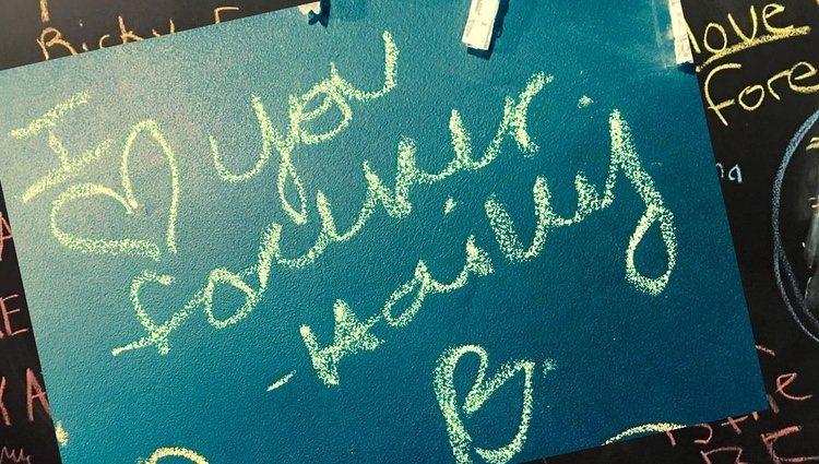 Hailey Baldwin deja una dedicatoria a Justin Bieber junto a las de sus fans en el Museo Stratford Perth / Fuente: @stratfordperthmuseum