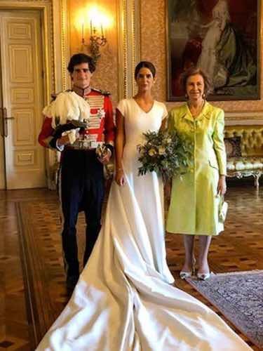 La Reina Sofía posando junto a los recién casados / Instagram