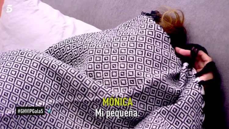 Mónica Hoyos llorando tras los abucheos / Telecinco.es