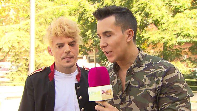 Luis Fernández hablando con Omar Suárez para 'Sálvame'/ Telecinco.es