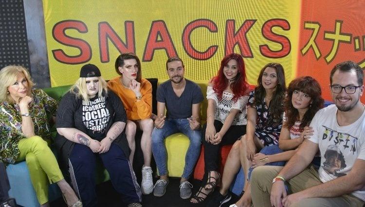 Soy una Pringada y Oto Vans junto al resto del equipo de 'Snacks de tele' | Foto: Cuatro.com