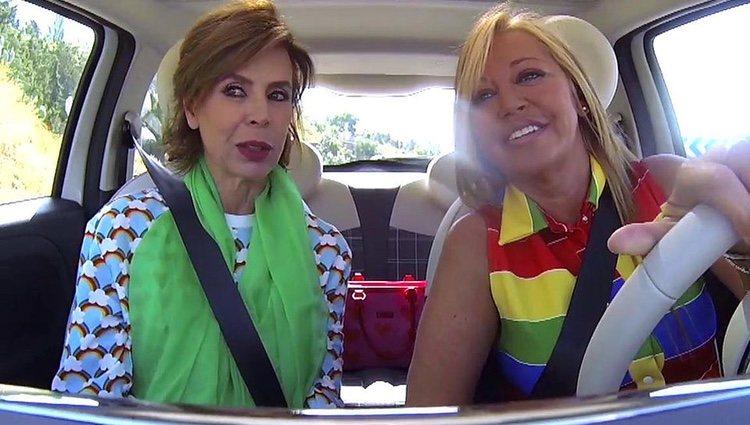 Belén Esteban con Ágatha Ruiz de la Prada en el coche / Foto: telecinco.es