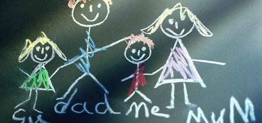 Desde pequeños dibujamos una familia feliz