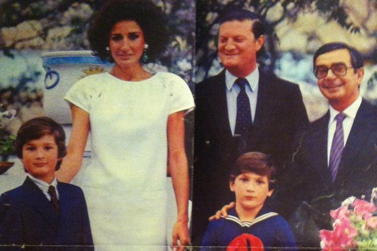Naty Abascal y el Duque de Feria con sus dos hijos, Rafa y Luis Medina | Foto: Instagram