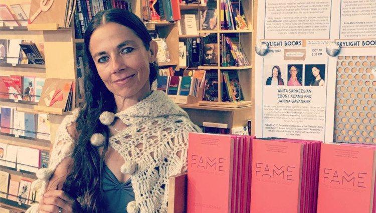 Justine Bateman en la presentación de su libro 'Fame'/Foto:Instagram