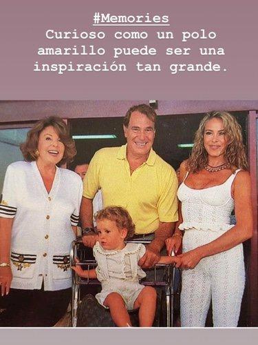 Álex Lequio de pequeño junto a su madre y abuelos / Fuente: @alessandrolequiojr