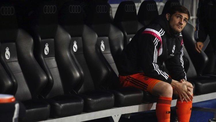 Iker Casillas se sienta en el banquillo del Real Madrid