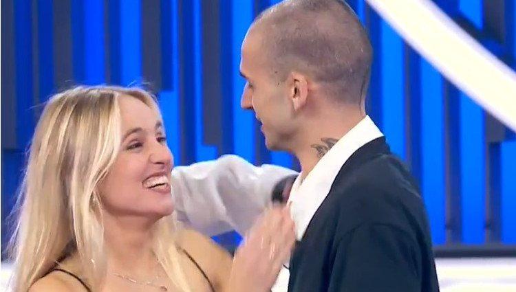 María Villar junto a su novio en el plató de 'Operación Triunfo'/Foto:RTVE