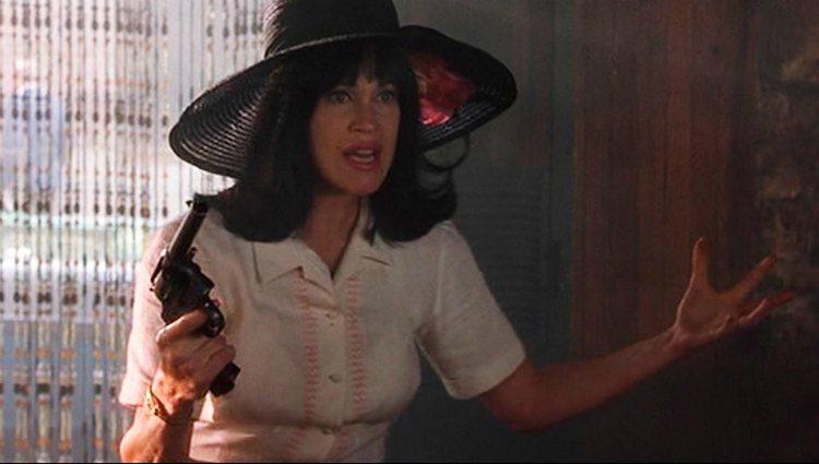 Melanie Griffith con melena morena en 'Locos en Alabama'