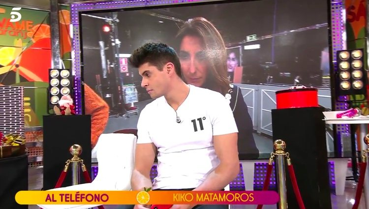 Javier Tudela escuchando a Kiko Matamoros al teléfono / Telecinco.es