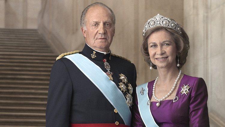 Último retrato oficial de los Reyes Juan Carlos y Sofía, en 2012 | Foto: Casa de S.M. el Rey