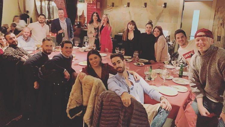 Álex Lequio y sus compañeros de trabajo durante la cena de Navidad / Fuente: @alessandrolequiojr</p><p>