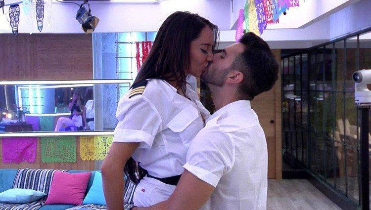 Suso y Aurah se besan en 'GH VIP 6' | Telecino.es