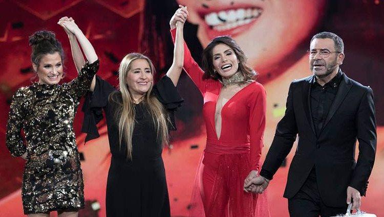 Miriam junto a su madre y Verdeliss tras ser proclamada ganadora | Twitter @ghoficial