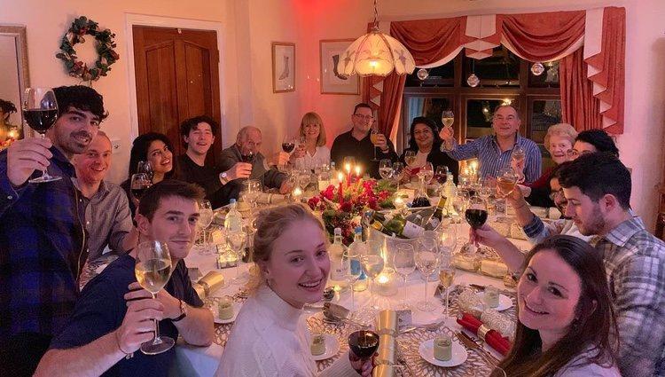 Priyanka Chopra con la familia de Nick Jonas | Foto: Instagram