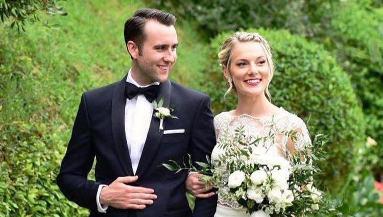 Matthew Lewis en día de su boda con Angela Jones en Italia