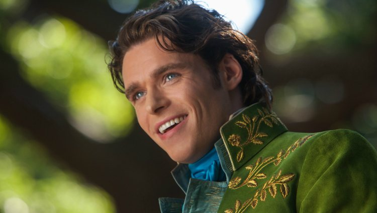 Richard Madden como el Príncipe Encantador en 'Cenicienta (Cindirella)