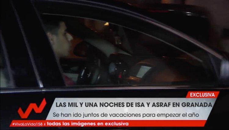 Asraf y su hermano entrando a la casa de Chabelita| Foto: Telecino.es