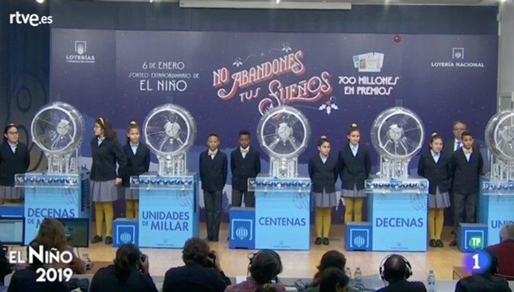 Los Niños de San Ildefonso preparándose para cantar los número de El Niño / RTVE.es