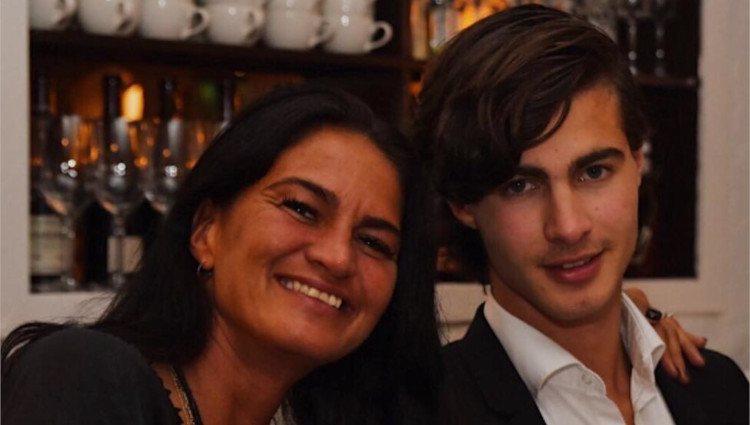 Emanuel Maktabi posa junto a su madre Celine/Foto:Instagram