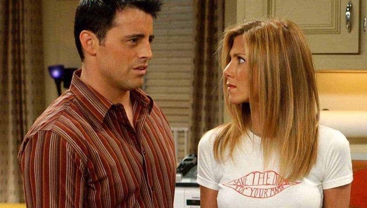 Jennifer Aniston con uno de sus compañeros de 'Friends'