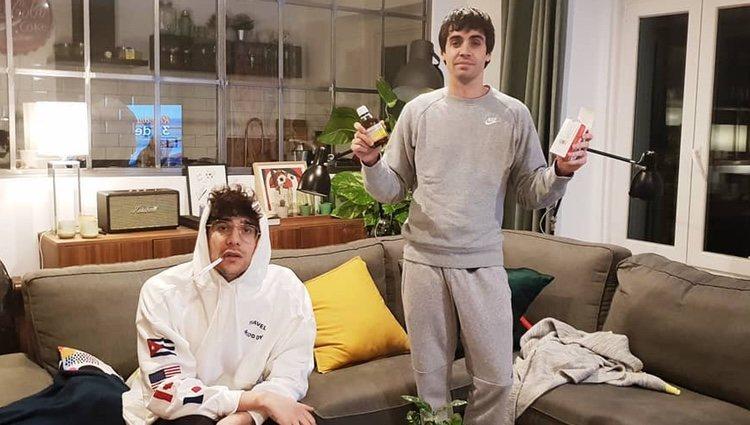 Los Javis en casa con gripe   Foto: Instagram