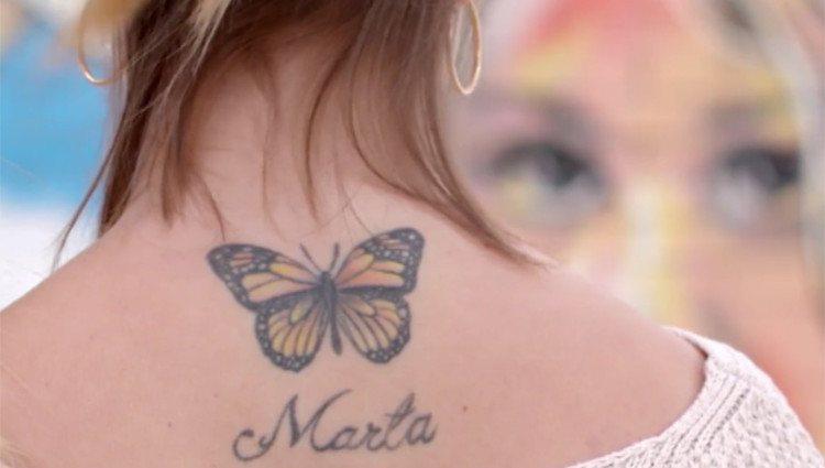 Tatuaje de Mónica del Castillo con el nombre de su hermana/Foto:Mitele