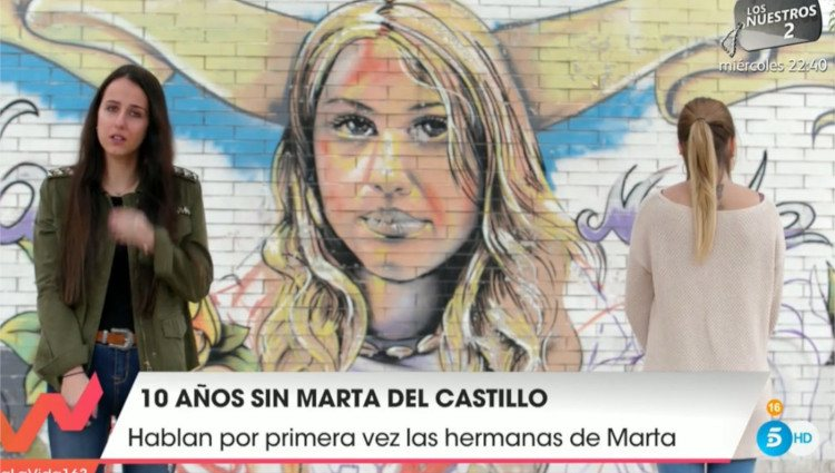 Lorena y Marta del Castillo frente a un grafiti en honor a su hermana/Foto:Mitele