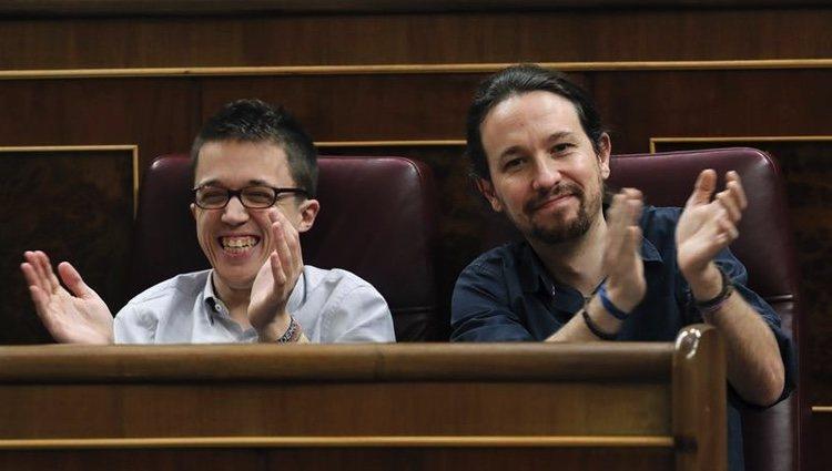 Íñigo Errejón y Pablo Iglesias, felices en el Congreso de los Diputados