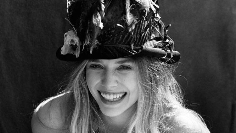 Elizabeth Olsen con un gracioso sombrero