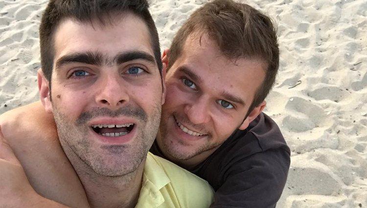 Jesús Tomillero y David, su pareja | Foto: Instagram