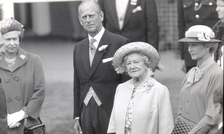 Isabel II, el Duque de Edimburgo, la Reina Madre y Alexandra de Kent