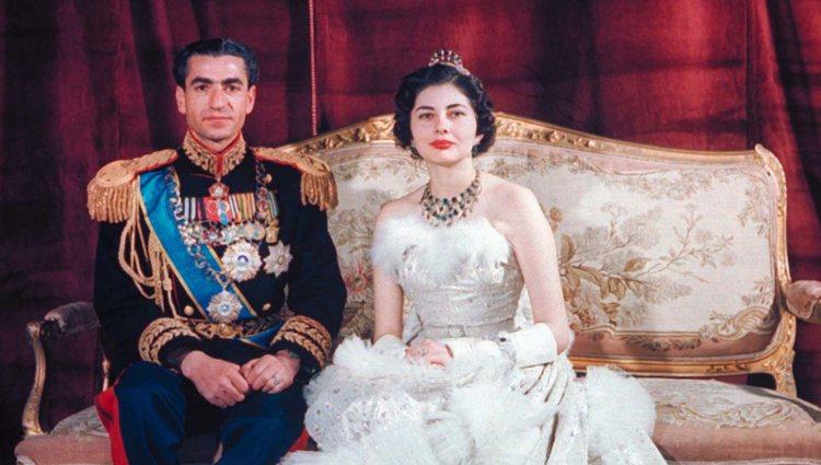 El Sah Mohamed Reza Pahlavi y Soraya Esfiandary el día de su boda