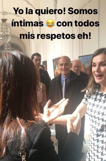Elena Furiase saluda a la Reina Letizia