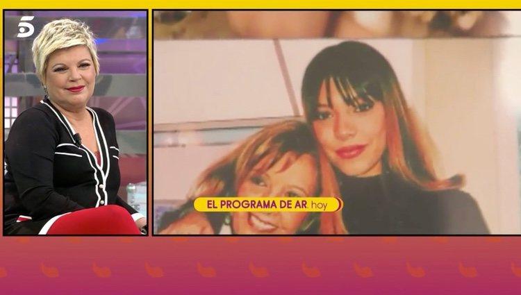 Terelu Campos viendo el vídeo de su hija | Foto: telecinco.es
