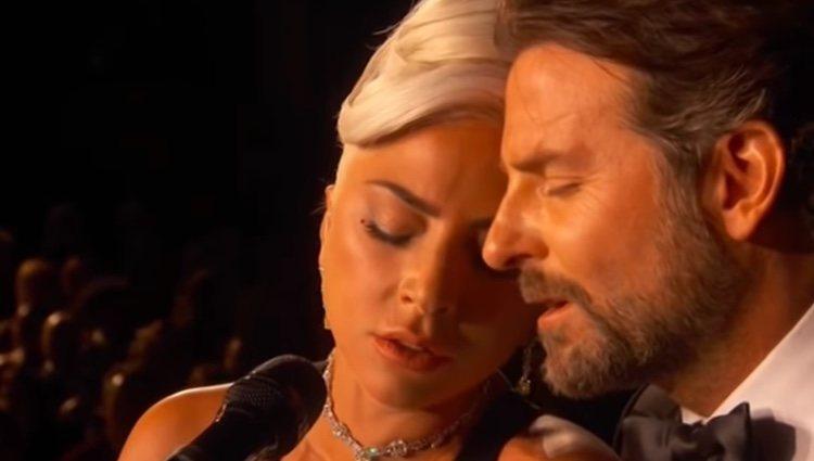 Lady gaga y Bradley Cooper, muy cómplices en los Premios Oscar 2019/ Foto: youtube
