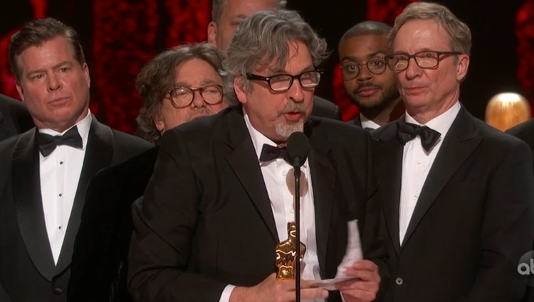 Peter Farrelly recogiendo el galardón sobre el escenario| Foto: ABC