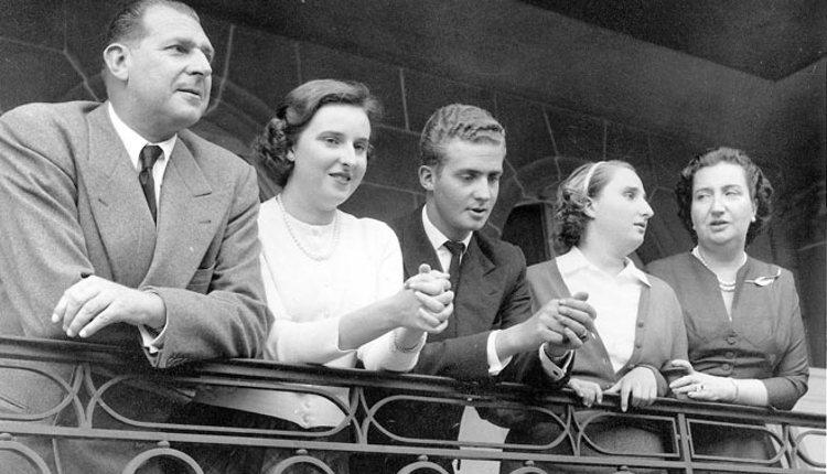 Los Condes de Barcelona con sus hijos Pilar, Juan Carlos y Margarita | Foros Realeza