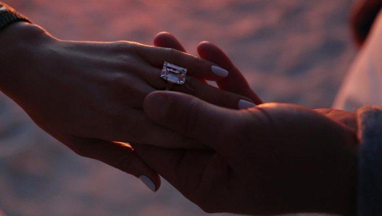 El anillo de compromiso de Jennifer Lopez / Instagram