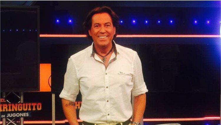 Pipi Estrada muy sonriente en el plató de 'El Chiringuito de Jugones' donde colabora/Foto:Instagram