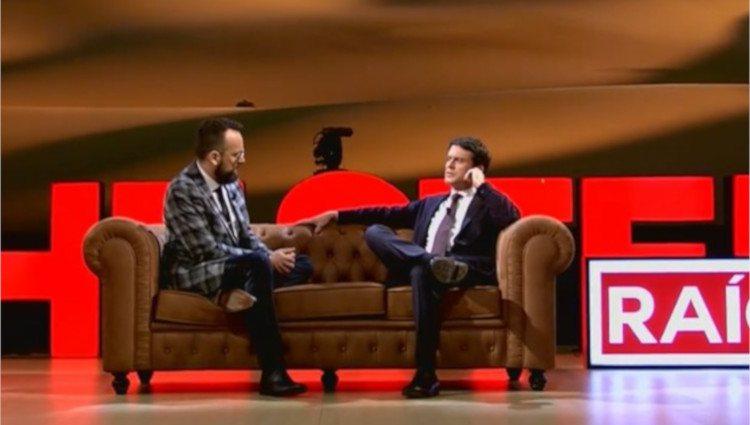 Manuel Valls junto a Risto Mejide durante su entrevista en 'Chester'/Foto:Mitele