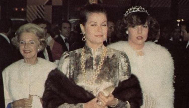 Grace Kelly junto a la Princesa Carolina, seguidas por la Princesa Antoinette | Pinterest