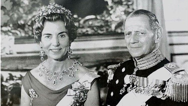 Retrato oficial de los Reyes Federico IX e Ingrid de Dinamarca | Pinterest