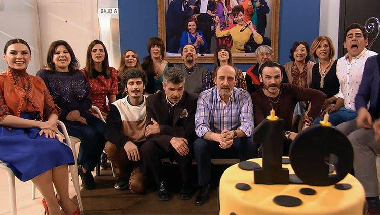 El reparto de 'LQSA' tras la décima temporada de la serie   Foto: Telecinco