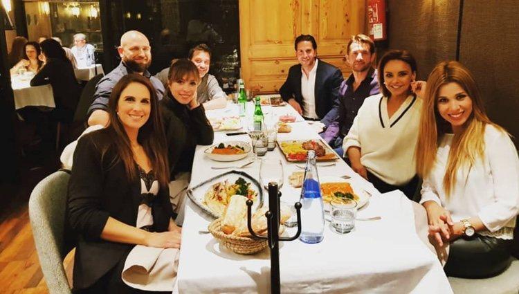 Chenoa con su pareja junto a sus amigas de 'OT' | Instagram