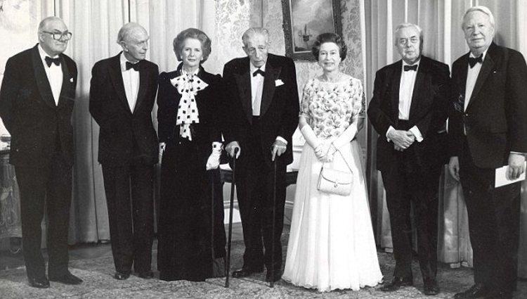 La Reina Isabel II posa junto a algunos de sus ex Primeros Ministros | Pinterest