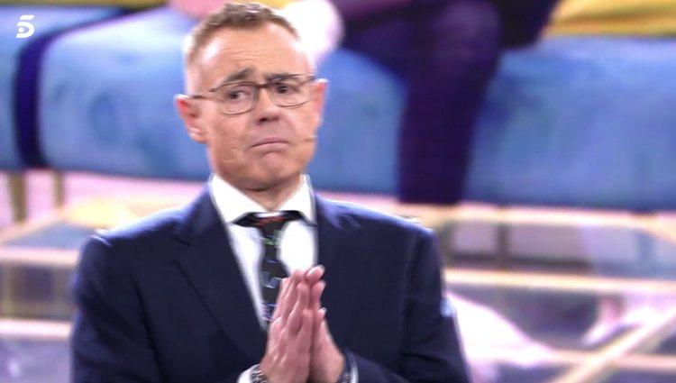 Jordi González intenta calmar las reacciones en plató / foto: telecinco.es
